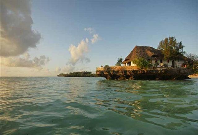 3the rock restaurant-on-zanzibar-beach-4