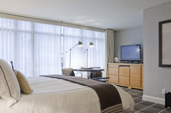 Standard room at The Colonnade, Boston