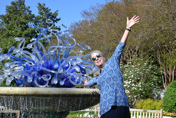 Chihuly sculpture welcomes visitors at Atlanta's Botanical Garden