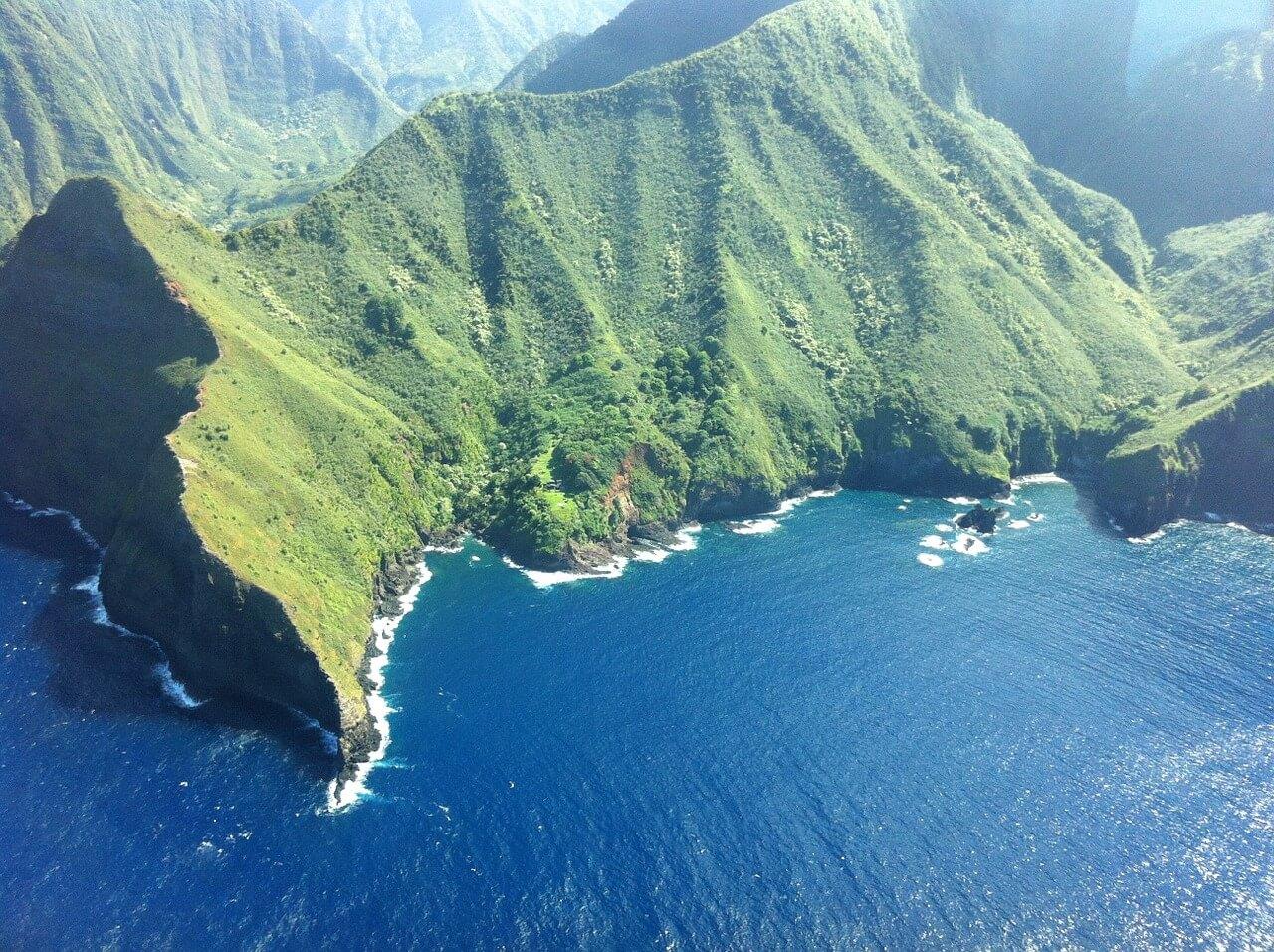 Hawaiian Islands to talk story