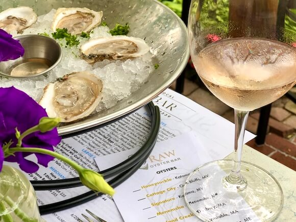 Oysters and rose wine